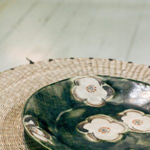 plate stoneware round green with flowers